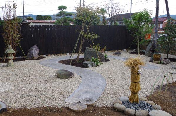 シンプルモダンな和風庭園